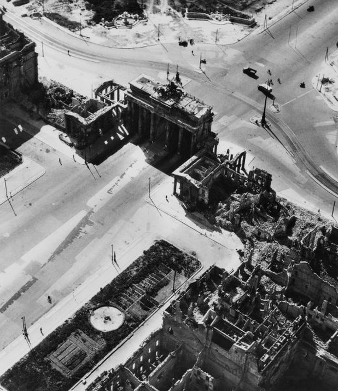 1541 20 впечатляющих фото послевоенного Берлина с высоты птичьего полета