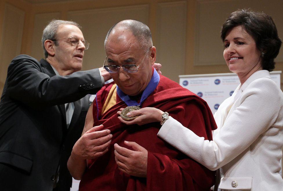 1554 Все лица Далай ламы: духовный лидер, политик, изгнанник