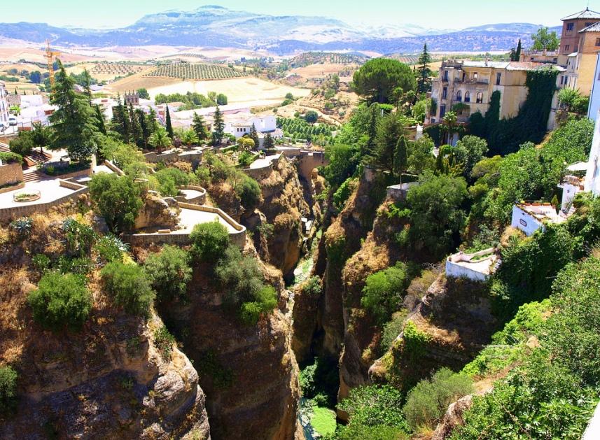 1642 Жизнь на краю обрыва — скальные города Европы