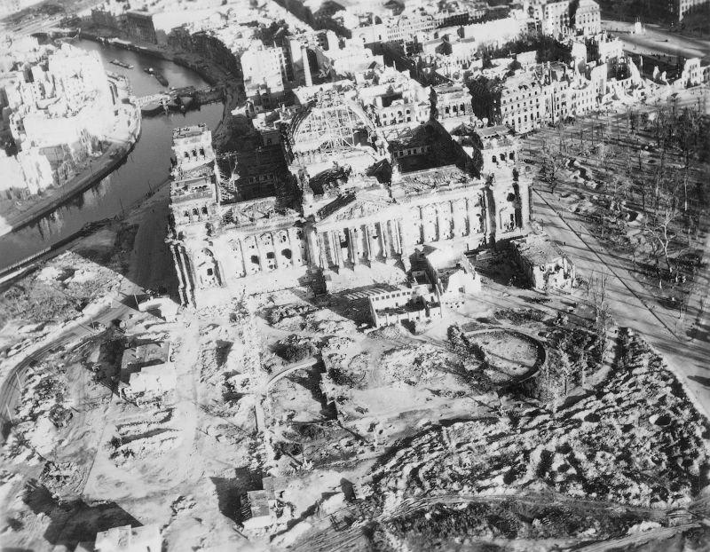 1735 20 впечатляющих фото послевоенного Берлина с высоты птичьего полета