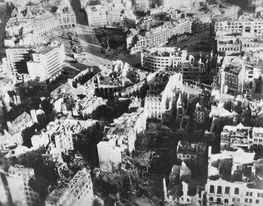 1832 20 впечатляющих фото послевоенного Берлина с высоты птичьего полета