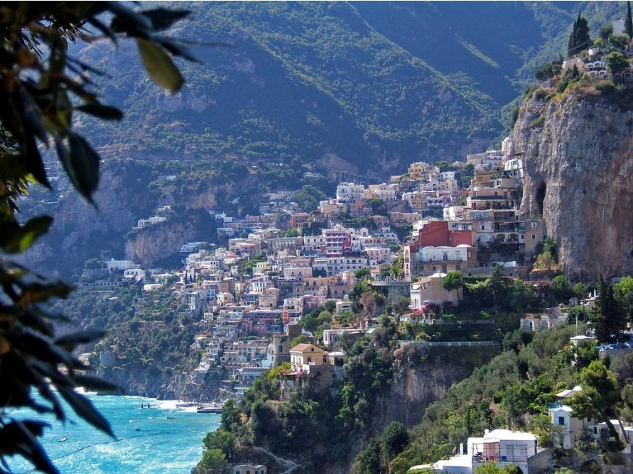 1836 Жизнь на краю обрыва — скальные города Европы