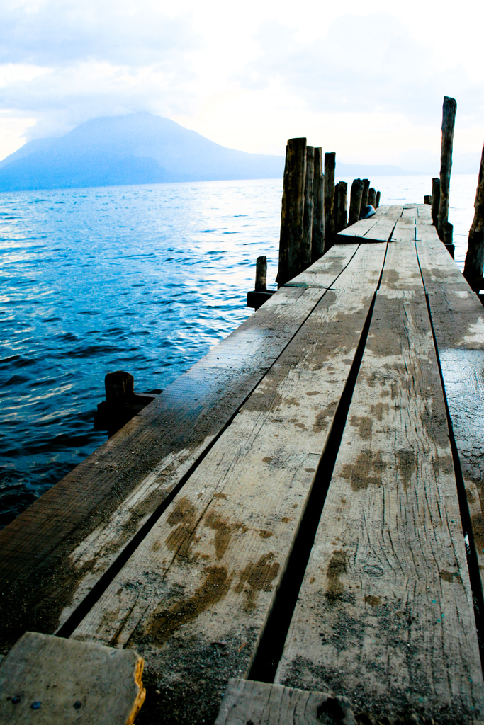 2128125024 754cb6aa9e b Озеро Атитлан: Место, где радуга обретает цвета