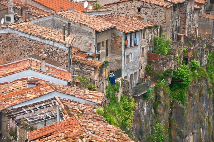 2155 Жизнь на краю обрыва — скальные города Европы