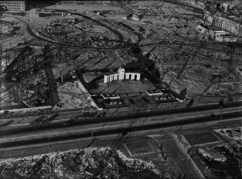 3128 20 впечатляющих фото послевоенного Берлина с высоты птичьего полета