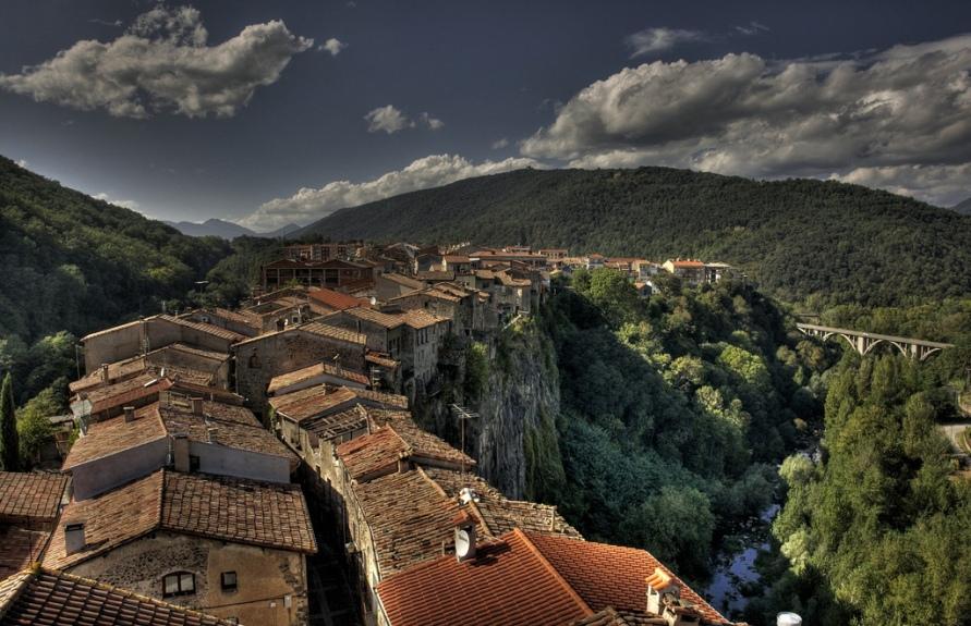 3132 Жизнь на краю обрыва — скальные города Европы