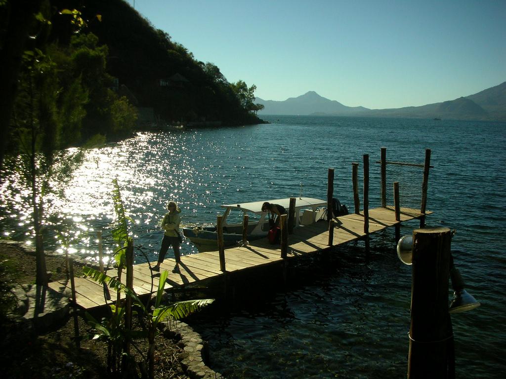 3369177455 93e62aeb93 b Озеро Атитлан: Место, где радуга обретает цвета