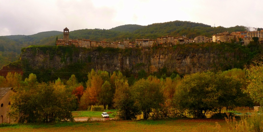 4102 Жизнь на краю обрыва — скальные города Европы