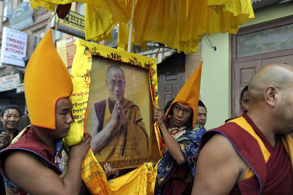 4121 Все лица Далай ламы: духовный лидер, политик, изгнанник