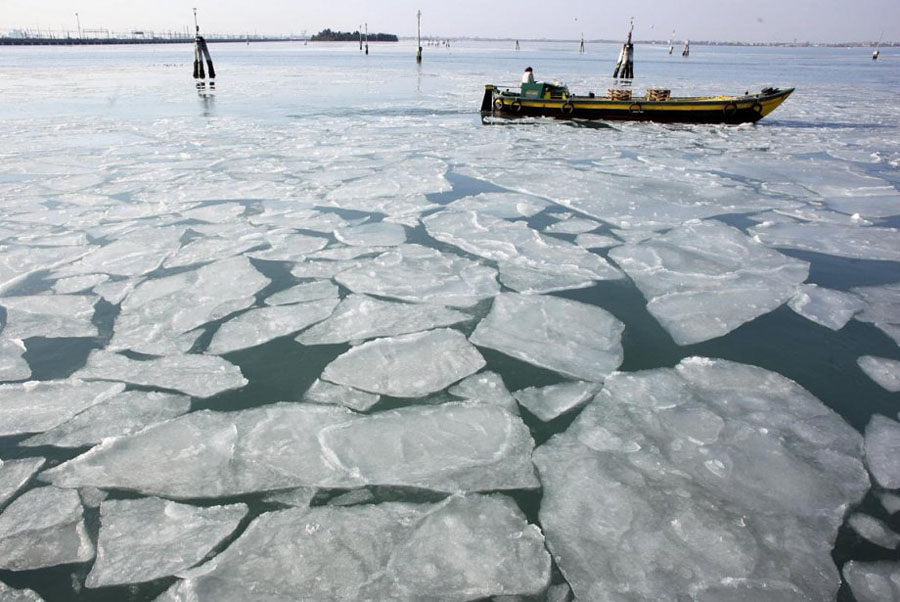 467748 Венецианские каналы впервые за 80 лет сковало льдом