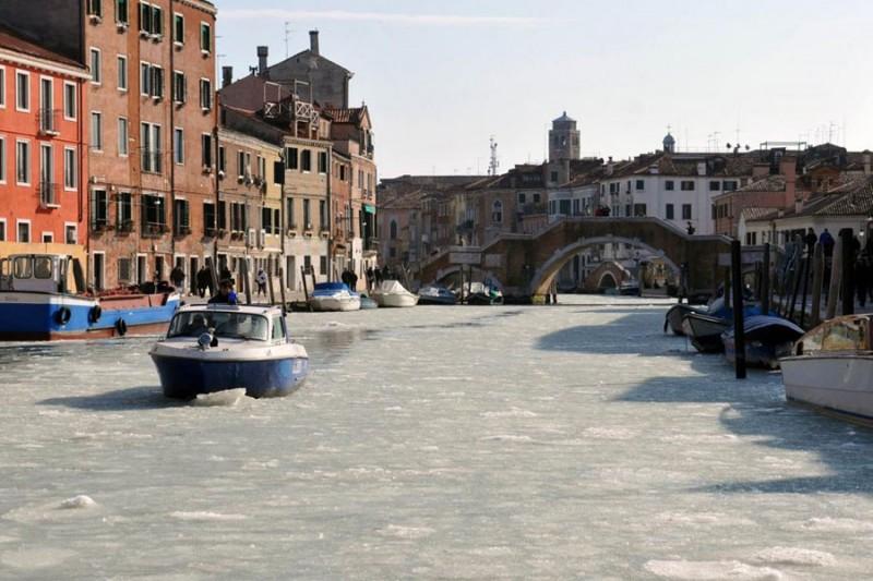 467749 800x533 Венецианские каналы впервые за 80 лет сковало льдом