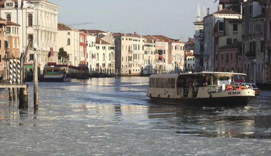 467752 Венецианские каналы впервые за 80 лет сковало льдом