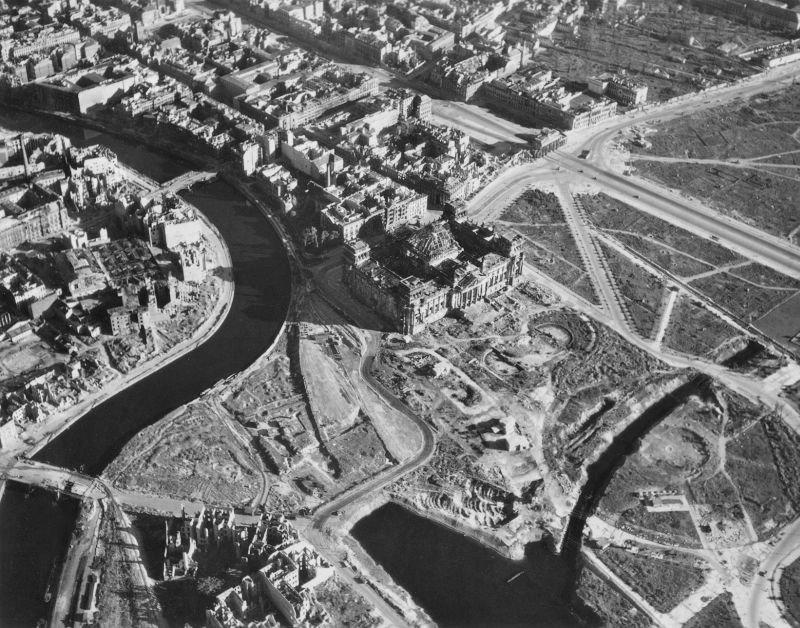 498 20 впечатляющих фото послевоенного Берлина с высоты птичьего полета