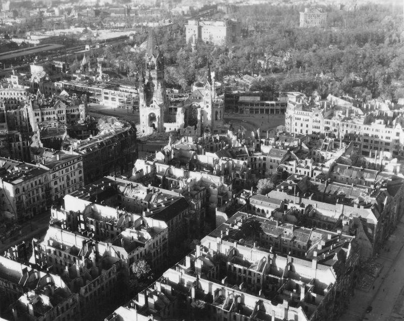 669 20 впечатляющих фото послевоенного Берлина с высоты птичьего полета
