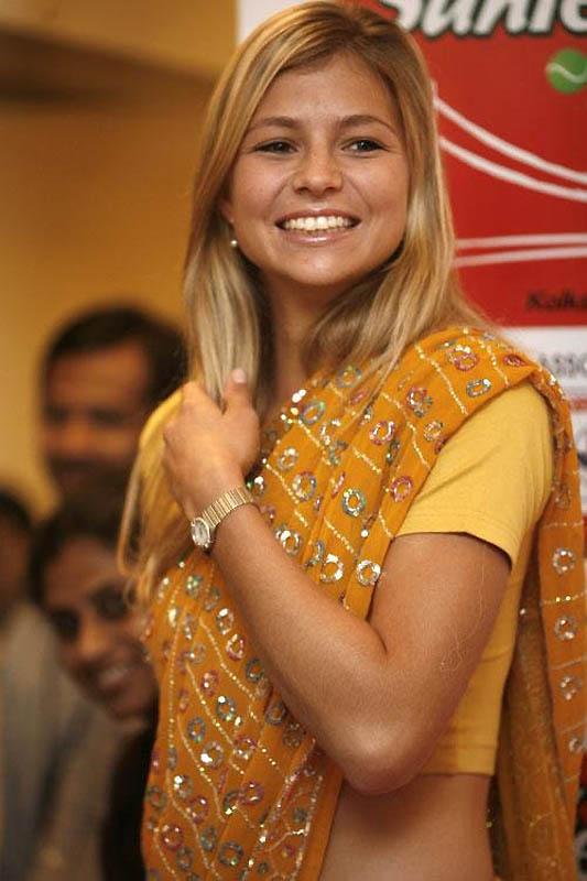 697 Знаменитости в индийском сари