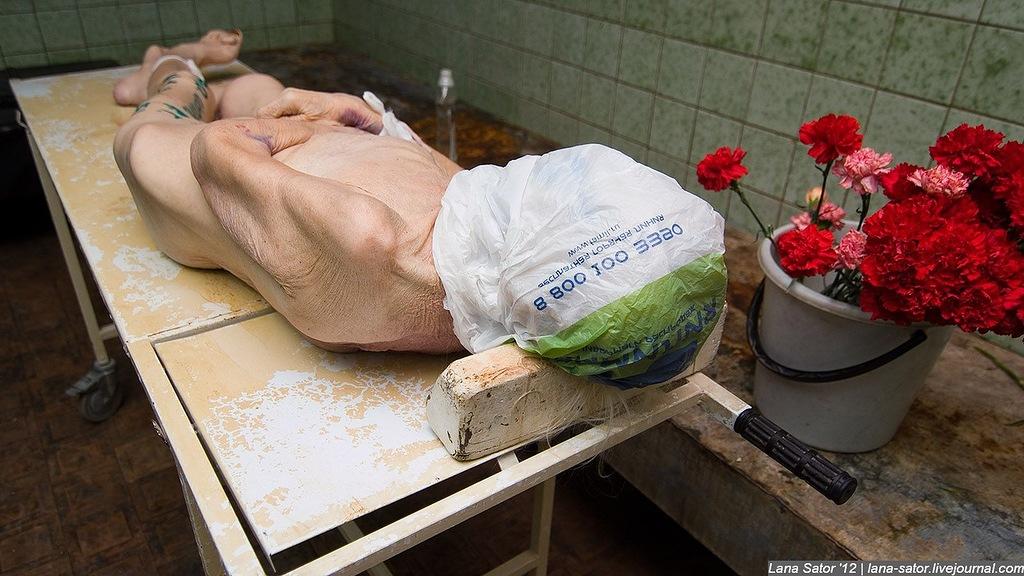 как моют покойников в морге фото