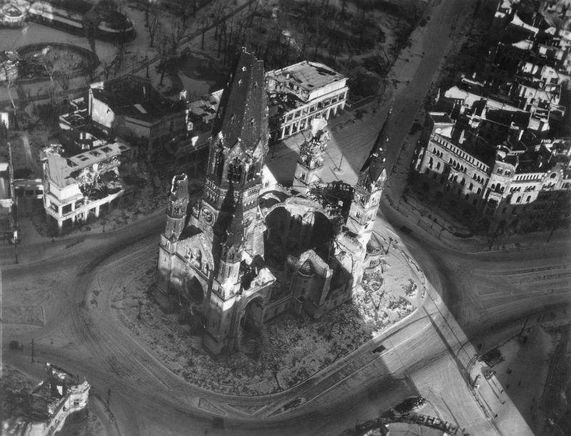 760 20 впечатляющих фото послевоенного Берлина с высоты птичьего полета