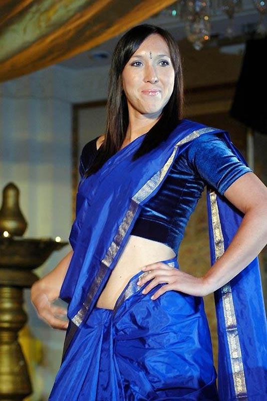 785 Знаменитости в индийском сари
