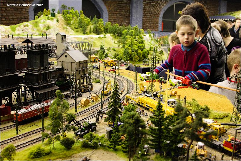 8210 Путешествие в игрушечную Россию: Гранд Макет на январь 2012