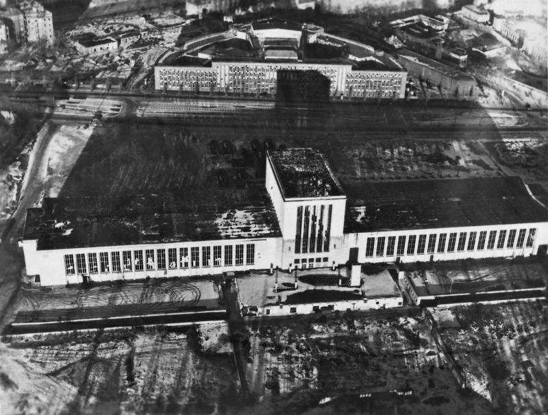 858 20 впечатляющих фото послевоенного Берлина с высоты птичьего полета