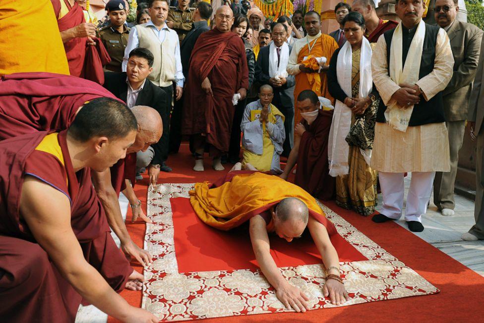 875 Все лица Далай ламы: духовный лидер, политик, изгнанник