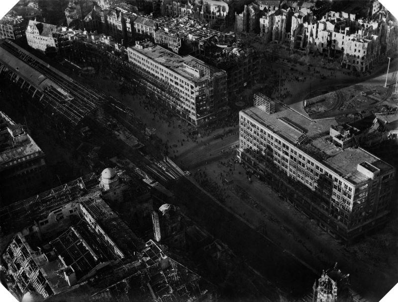 950 20 впечатляющих фото послевоенного Берлина с высоты птичьего полета