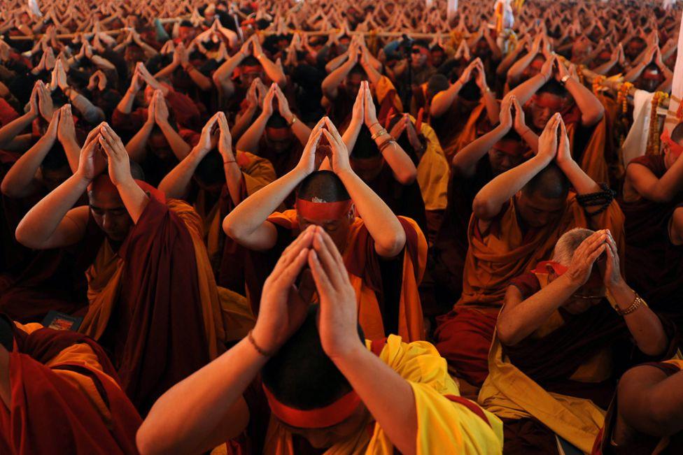 965 Все лица Далай ламы: духовный лидер, политик, изгнанник