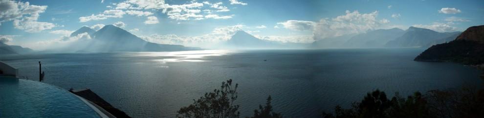Lake Atitlan Guatemala2 panorama1 990x243 Озеро Атитлан: Место, где радуга обретает цвета