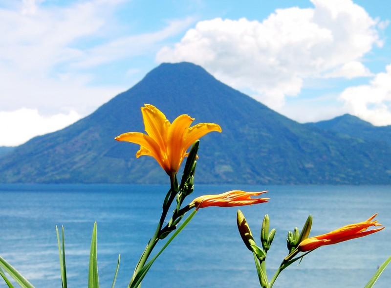 Озеро Атитлан: Место, где радуга обретает цвета