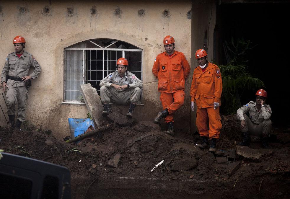 brazil floods 02 Разрушительный оползень в Бразилии