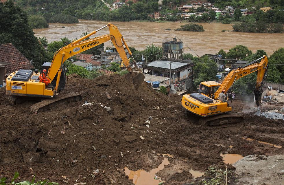 brazil floods 04 Разрушительный оползень в Бразилии