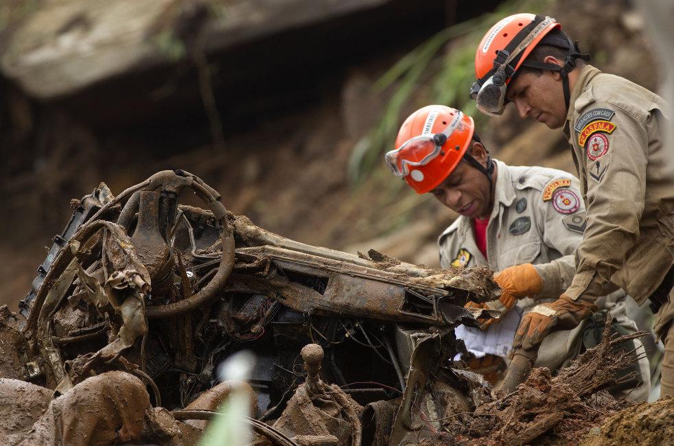 brazil floods 05 Разрушительный оползень в Бразилии