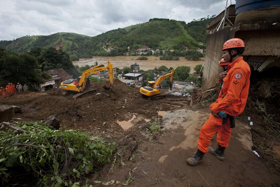 brazil floods 06 Разрушительный оползень в Бразилии