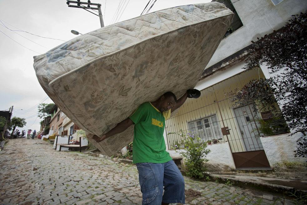 brazil floods 08 Разрушительный оползень в Бразилии
