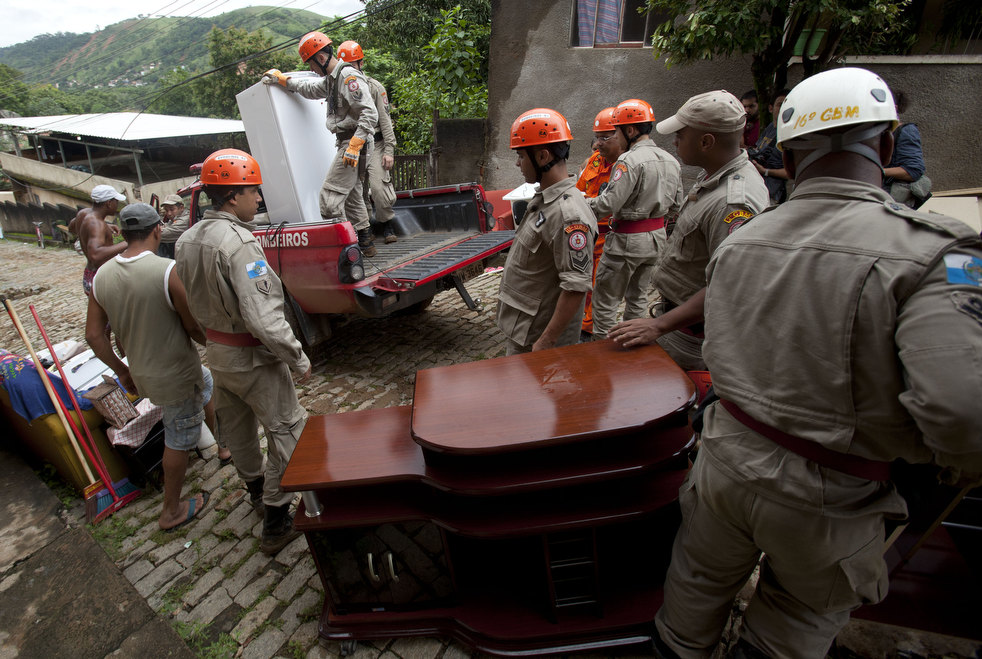 brazil floods 09 Разрушительный оползень в Бразилии