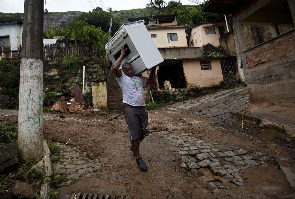 brazil floods 11 Разрушительный оползень в Бразилии