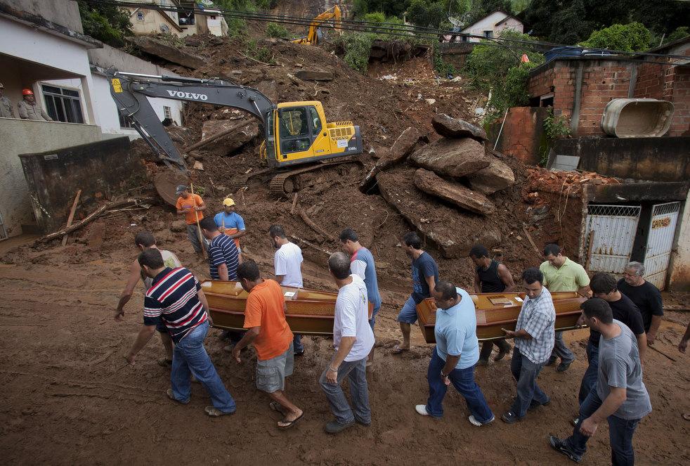 brazil floods 14 Разрушительный оползень в Бразилии