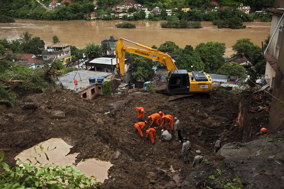 brazil floods 20 Разрушительный оползень в Бразилии