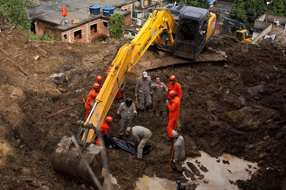 brazil floods 21 Разрушительный оползень в Бразилии