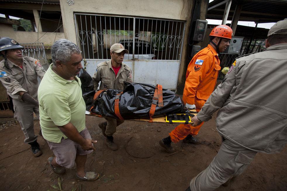 brazil floods 22 Разрушительный оползень в Бразилии