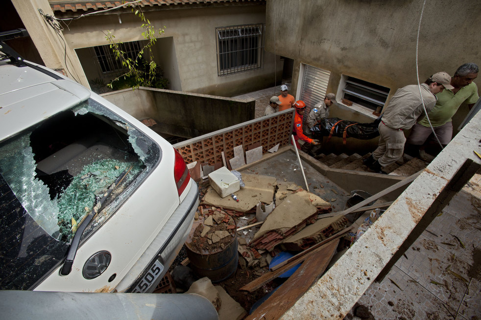 brazil floods 23 Разрушительный оползень в Бразилии