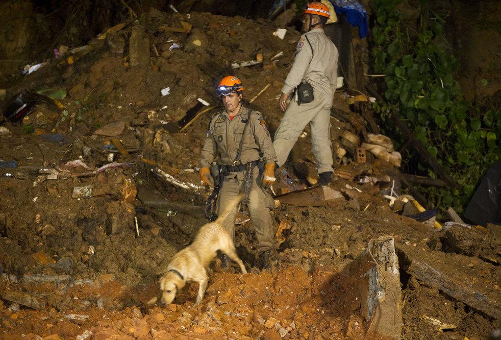 brazil floods 26 Разрушительный оползень в Бразилии