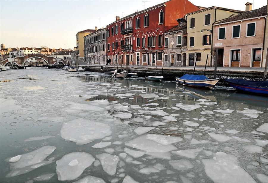 pb 120206 venice jb 02.photoblog900 Венецианские каналы впервые за 80 лет сковало льдом