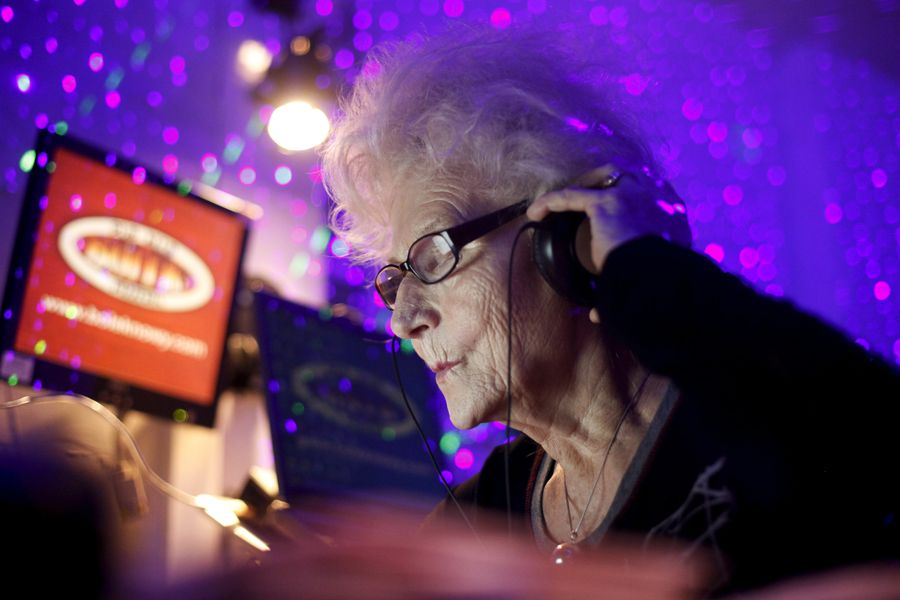 rdn 4f053eae1c435 DJ Wika Szmyt: 73 летняя диджей из Польши