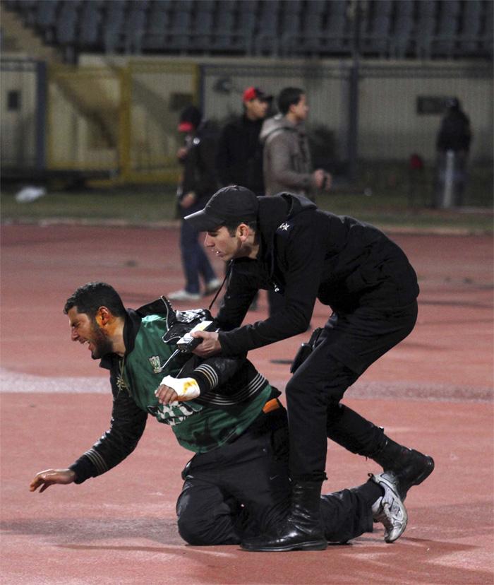 0000323652 Футбол в Египте: бойня на стадионе в Порт Саиде