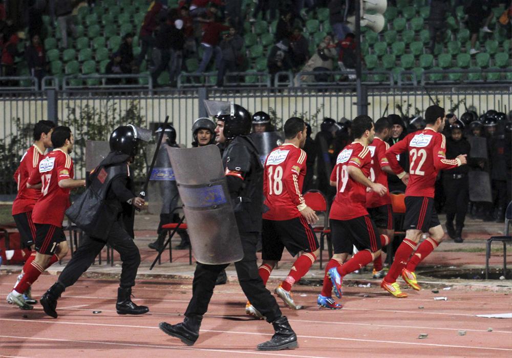 0000323654 Футбол в Египте: бойня на стадионе в Порт Саиде