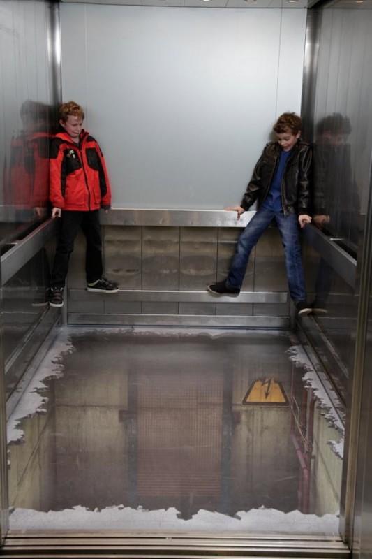 00114 533x800 Лифт без дна в Лондоне