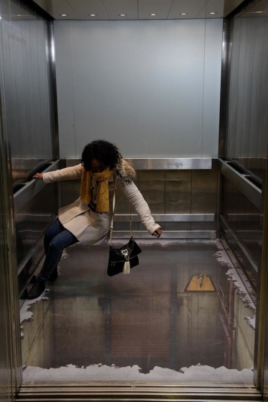 00414 533x800 Лифт без дна в Лондоне