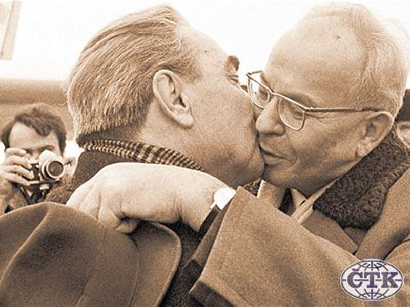 0170 10 любопытных фактов про поцелуи Брежнева