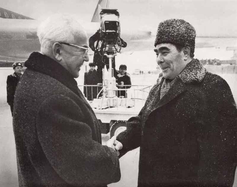 0227 10 любопытных фактов про поцелуи Брежнева
